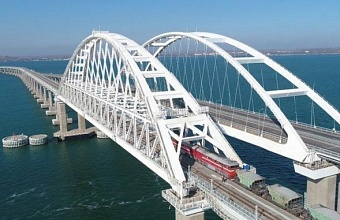 First Train Crosses Crimean Bridge
