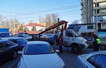 В Краснодаре очистили участок ул. Северной от незаконно припаркованного транспорта