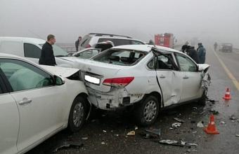 Под Краснодаром из-за тумана столкнулись 25 машин, два человека погибли