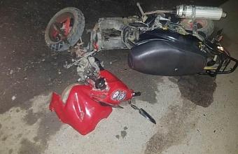 В Калининском районе пьяный водитель мопеда врезался в иномарку