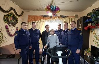 На Кубани следователи подарили подростку тренажеры для его реабилитации
