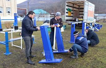 В Туапсинском районе завершают строительство спортплощадки