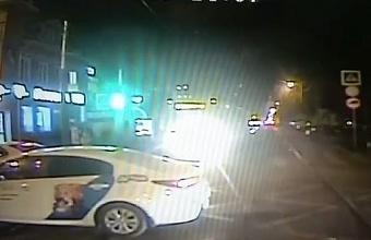 В Краснодаре из-за такси произошло возгорание контактной сети троллейбуса