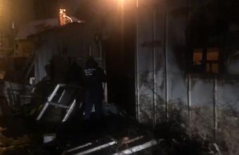 В Краснодаре при пожаре в вагончике погиб человек