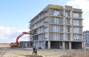 В пригороде Анапы сносят незаконные многоэтажки