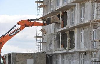 Приставы демонтировали незаконные строения в районе парка «Анапская пересыпь»