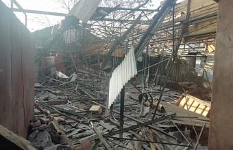 В Краснодаре собственники демонтируют незаконные ларьки в «скобяных рядах»