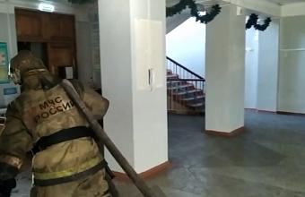 В Краснодаре из-за пожара в школе эвакуировали 800 человек