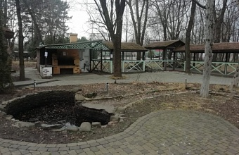В краснодарском парке им. 30-летия Победы сносят незаконное кафе