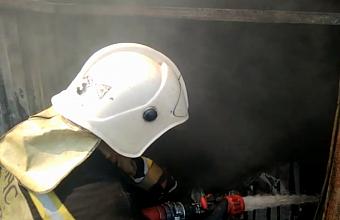 При пожаре в Туапсе пострадал человек