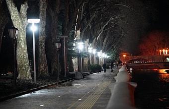 На набережной в Сочи обновили освещение