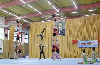 В первенстве Краснодара по спортивной акробатике участвует 300 спортсменов