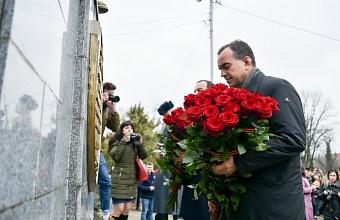 Кондратьев возложил цветы к обелиску погибшим воинам в Краснодаре