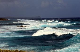 В Сочи продолжают искать подростков, которых смыло в штормовое море