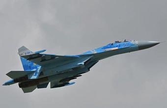 Над Черным морем потерпел крушение истребитель Су-27, пилота ищут