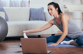 Фитнес-тренеры «Роза Хутор» проводят занятия в режиме онлайн