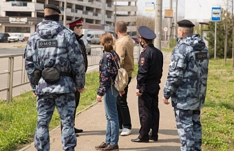 Краснодарские полицейские, казаки и сотрудники Росгвардии следят за соблюдением карантина