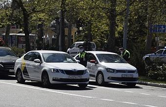 В Сочи режим карантина нарушили около ста водителей