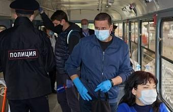 Пассажиров общественного транспорта Краснодара призывают надевать маски