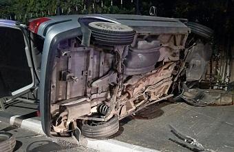 В Сочи перевернулась иномарка, пострадавшего деблокировали спасатели