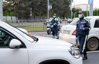 У нелегальных таксистов на въездах в Краснодар изымают пропуска