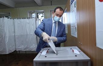 Юрий Бурлачко проголосовал по поправкам в Конституцию РФ