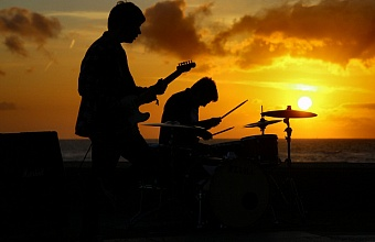 Вечера живой музыки под открытым небом проходят в Сочи