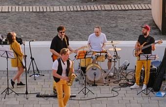 Молодежные концерты проводят в амфитеатре пляжа Ривьера в Сочи