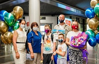 В аэропорту Сочи встретили 100-тысячного туриста