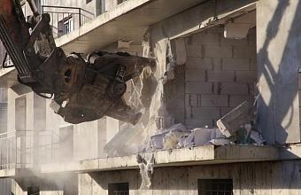 Трехэтажный самострой снесли в Прикубанском округе Краснодара