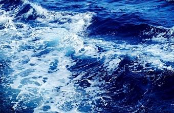 В Анапе запретили плавать на надувных матрасах в море