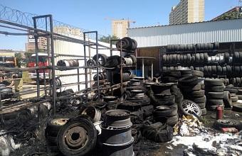 Пожар на пл. 100 кв. м произошел в Краснодаре на ул. Красных Партизан
