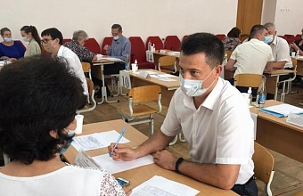 Более 50 жителей Крыловского района обратились в мобильную приемную губернатора