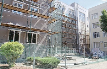 Реставрация фасада главного корпуса КубГУ в Краснодаре завершена на 95%