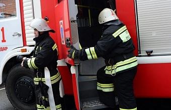 Из-за пожара в порту Новороссийска эвакуировали 120 человек
