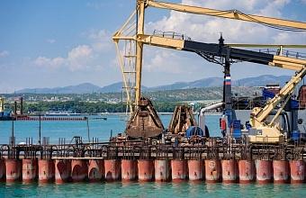 В порту Геленджика работы по Южному молу завершены на 70%