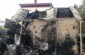 При пожаре в доме в Новороссийске погиб 71-летний мужчина