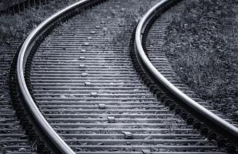 В Краснодаре пассажирский поезд насмерть сбил мужчину