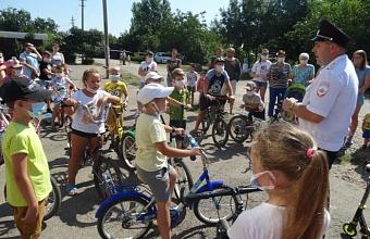 Сотрудники ГИБДД Краснодара напомнили детям о правилах дорожного движения