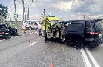 На Кубани в ДТП погибли двое, еще шестеро пострадали