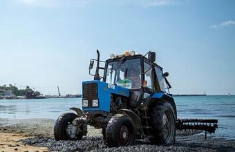 С пляжей Анапы за месяц вывезли 1,8 тыс. тонн водорослей