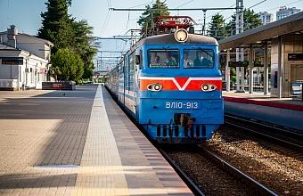 Запущен первый рейс туристического поезда Туапсе-Гагра