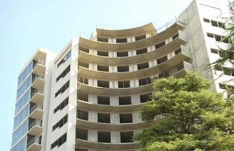 Лишние этажи высотки в Сочи демонтируют по решению суда