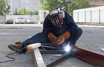 Ремонт кровли в пострадавшем от пожара доме в Краснодаре завершат до середины октября