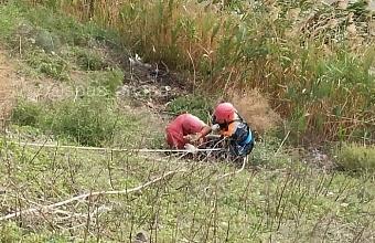 В Анапе мужчина сорвался со склона горы
