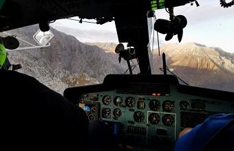 Спасатели эвакуировали сорвавшегося с Фиштинского ледника туриста
