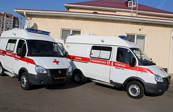 Борис Юнанов передал службе скорой помощи два новых автомобиля