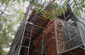 В Краснодаре начали реставрировать фасад Дома сестер милосердия