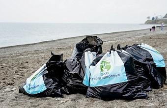 В Сочи провели акцию по уборке пляжей в преддверии Дня Черного моря