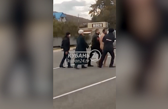 Голый мужчина бегал по трассе в Туапсинском районе